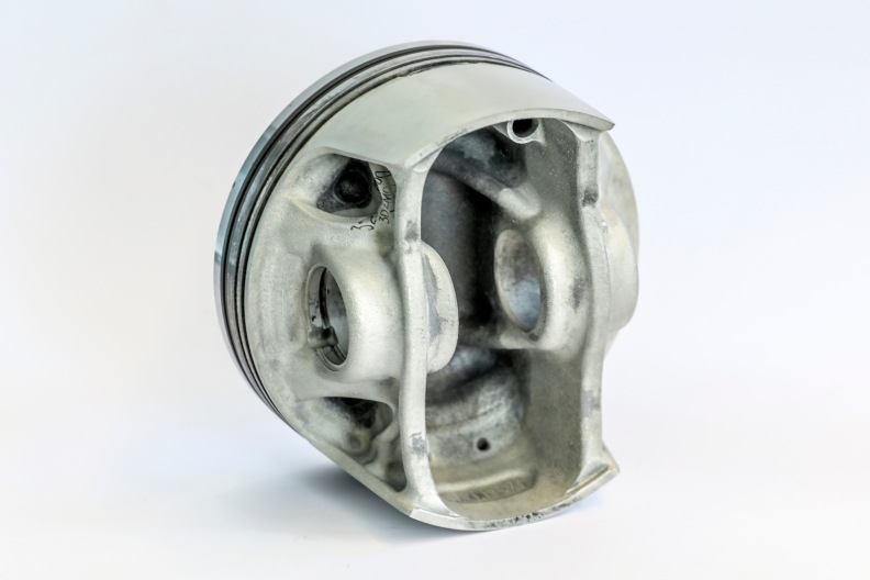 Cooling ducts in piston crown